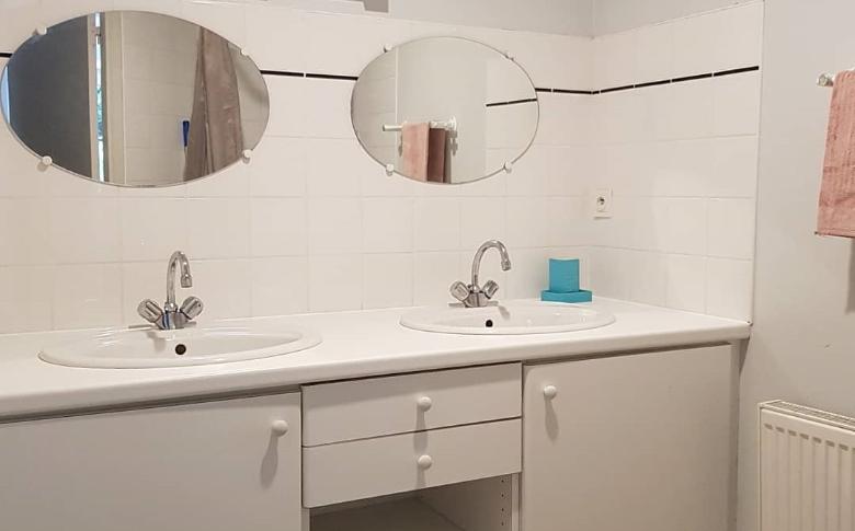salle-de-bain-gite-hirondelles